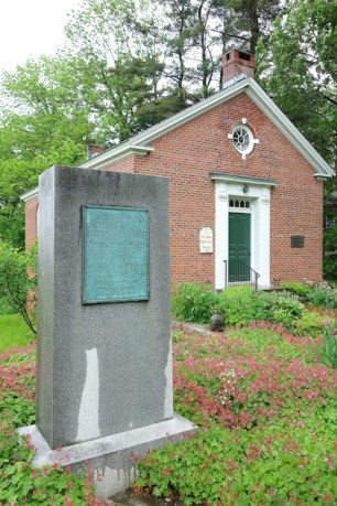 Petersham_Historical_Society_with_Daniel_Shays'_Rebellion_marker_-_Petersham_Ma