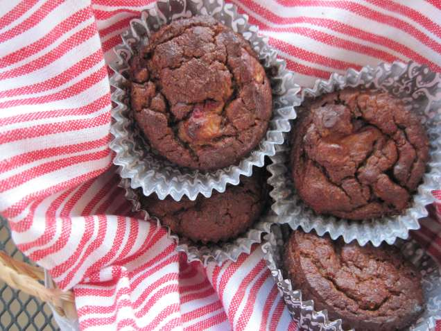 http://paleomg.com/strawberry-banana-chocolate-chip-muffins/