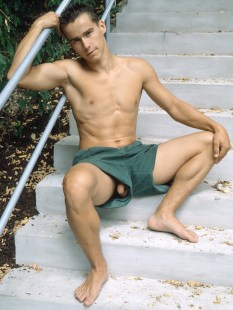 Robin Tomaro, Freshmen magazine February 2000. Photo credit Jansi.