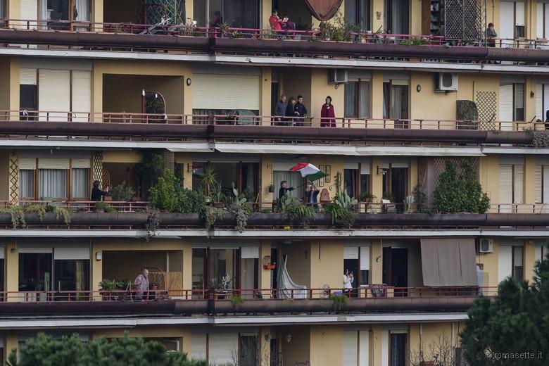 flashmob-sui-balconi-coronavirus