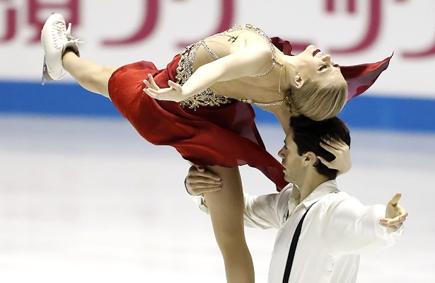 Kaitlyn Weaver and Andrew Poje of Canada perform their Free Dance at the 2017 World Team Trophy.