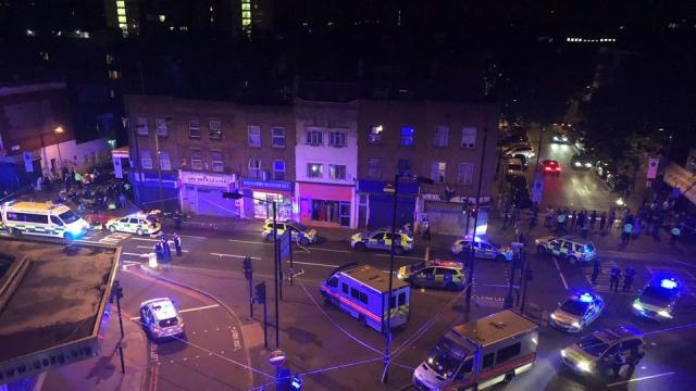 neighborhood-officers-attend-vehicle-collided-pedestrians-finsbury_e25eb13a-54ae-11e7-9966-951b4a7c425b