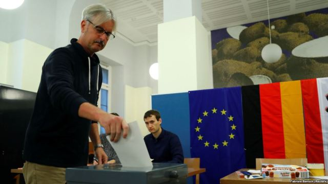 A man casts his ballot in Berlin on September 24.