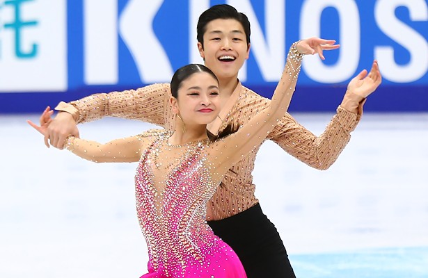 USA's Maia and Alex Shibutani perform their Short Dance at the 2017 Rostelecom Cup.