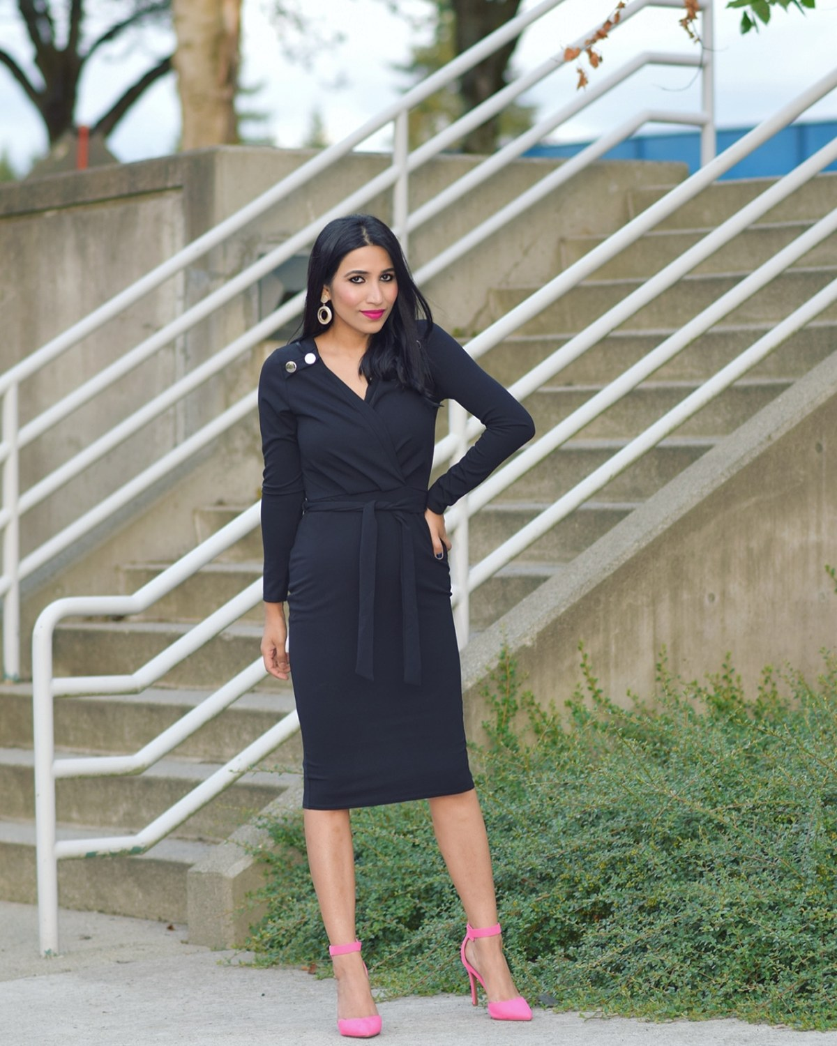 https://femmeluxefinery.com/products/black-low-v-neck-buttons-midi-dress-dorothy