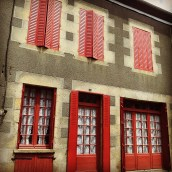 red door building architecture La Limousin