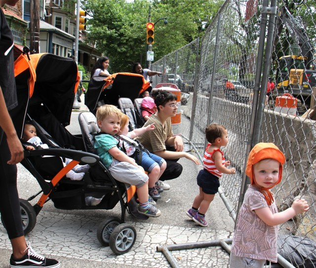 Toddlers Gather To Watch Work On The Sinkhole At 43rd Street And Baltimore Avenue Emma Lee Whyy
