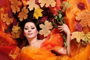 autumn-woman-studio
