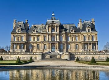 WICE   VU151 Le Chateau de Maisons Lafitte  an architectural     Only half an hour from Paris by RER  the Ch    teau de Maisons Laffite is  located on the edge of Saint Germain forest in the Yvelines department