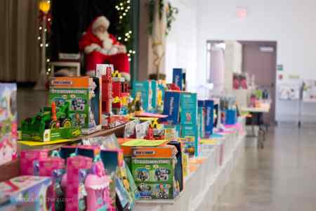 The AWESOME TOY SALE!!! Santa visit