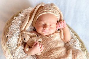 Kalt beim Wickeln für das Baby