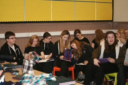 The pupils look at the samples of fabrics