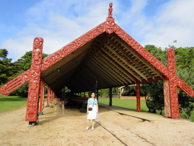 10 The war canoe is launched on Waitangi day along the tracks shown, and requires 80 paddlers