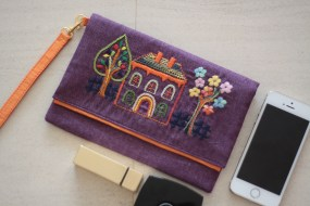 The Buildings 11 - SOLDMaterial : linen Colour : purple with orange lining Length : 20cm Height : 13cm