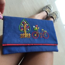 The Bicycle 6Material : linenColour : blue with red liningLength : 20cmHeight : 13cm