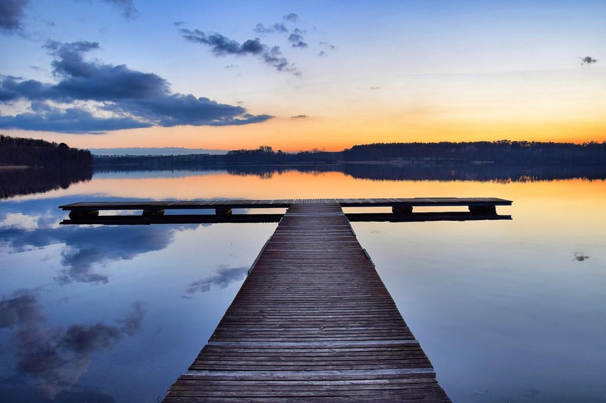 Jezioro Jaroszewskie o zachodzie słońca