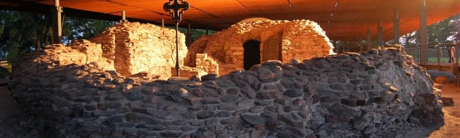Ostrów Lednicki i palatium w nocy