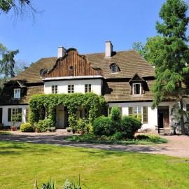 Dwór w Koszutach - Muzeum Ziemi Średzkiej. Widok od strony ogrodu.