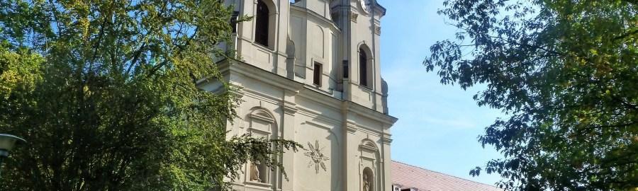 Kościół w Obrze, widok z zewnątrz na fasadę