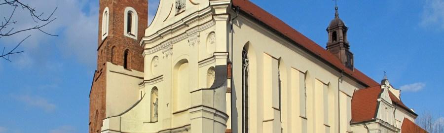 Kościół franciszkanów w Gnieźnie. Widok z ulicy.