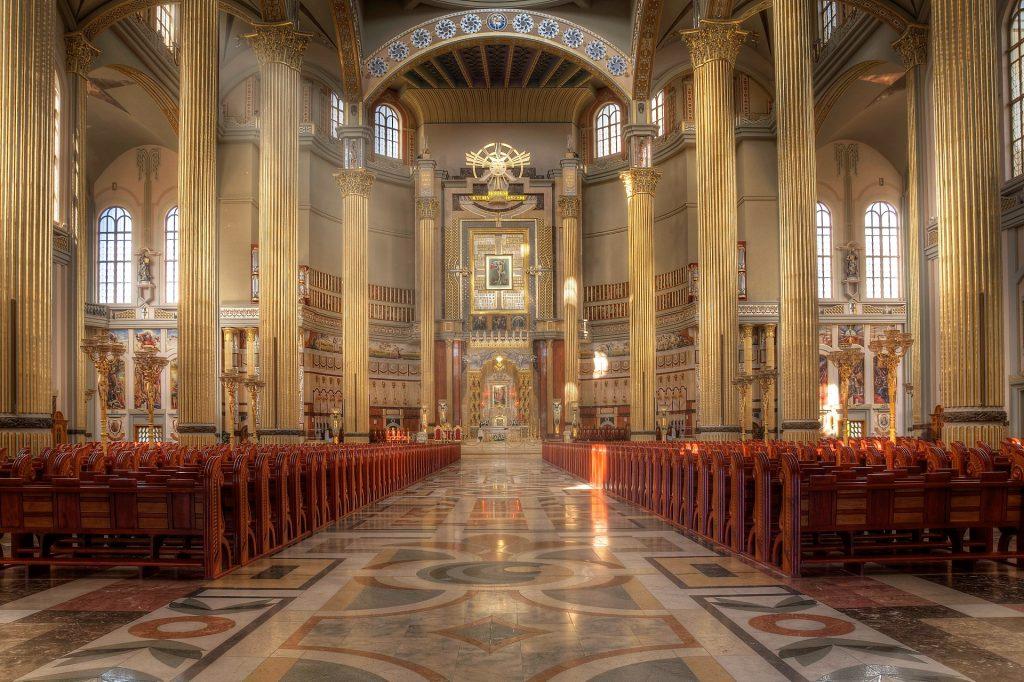 wnętrze bazyliki w Licheniu