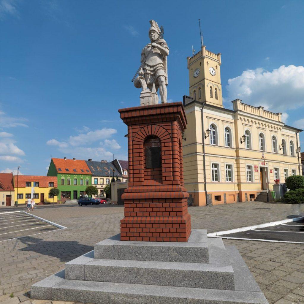 Krobia - rynek i figura świętego Floriana