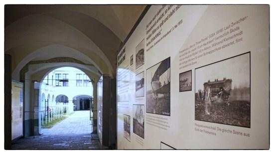 Die sehenswerte Ausstellung kann noch bis 31. Oktober, werktags von 9 - 18 Uhr, besucht werden. (Foto: Gerhard Mokesch)