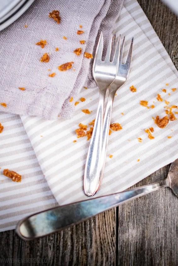Krokant-Mandeltårta, schmeckt und sieht aus wie die Daimtorte von Ikea / Crocant almond tarte, looks and tastes like the Daim tarte from Ikea [wienerbroed.com]
