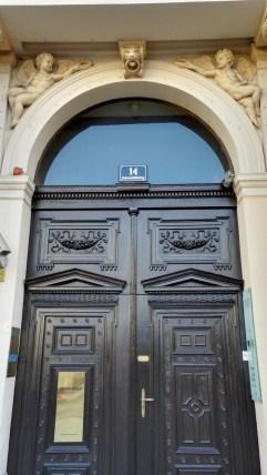 Az épület mai bejárata