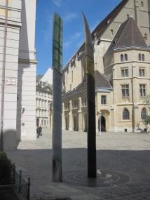 1010_minoritenplatz_-_erde_wasser_feuer_luft-skulptur_von_robert_margreiter_img_6833