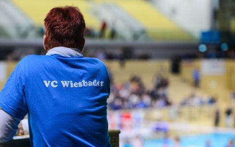 Sportrhalle mit Fan des VC Wiesbaden