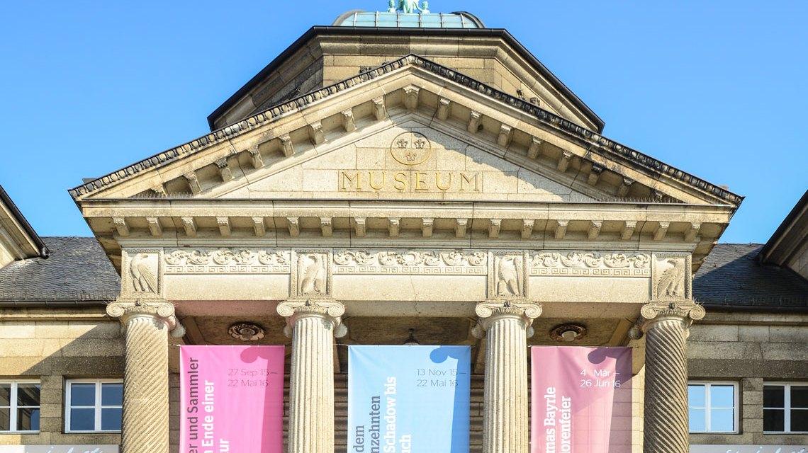 Museum, Eingang zum Hessischen Landesmuseum Wiesbaden. Foto: Volker Watschounek
