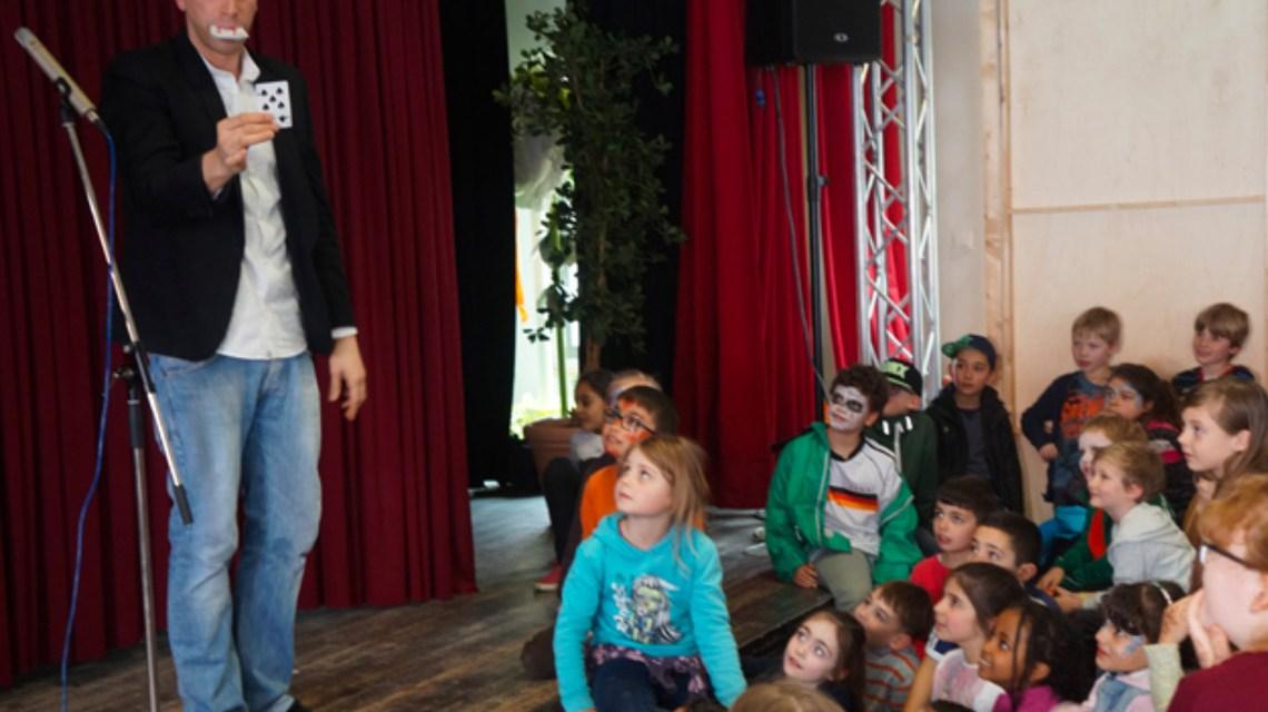 Zauberkünstler im Rahmen des Osterferienprogramm. Archivbild: Amt für soziale Arbeit