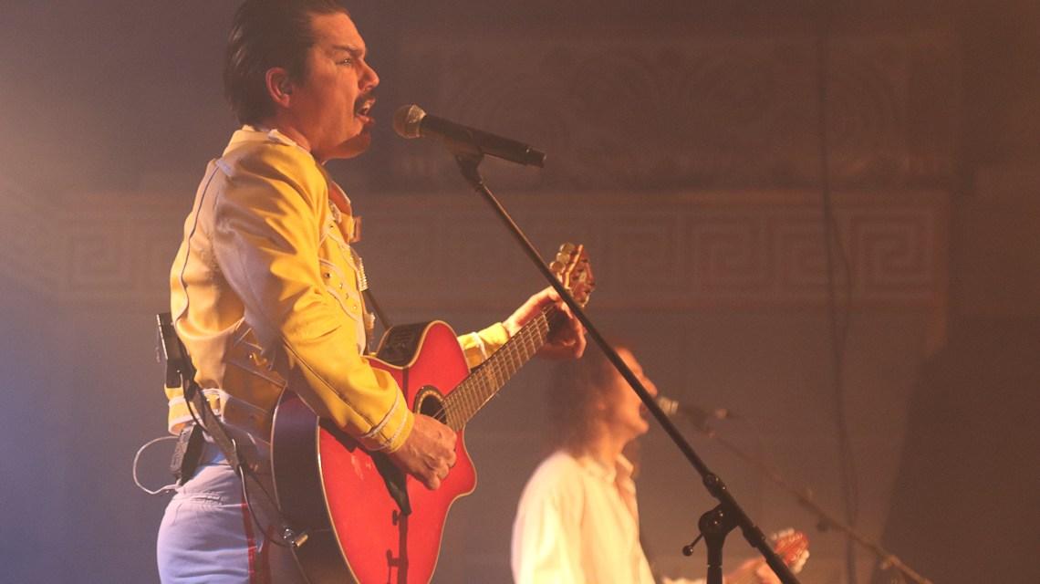 Freddie Mercury rockt die Bühne im Kurhaus