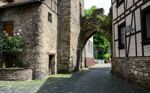 Einstige Stadtgrenze zu Wiesbaden: Der Ortsteil Sonnenberg wurde 28. Oktober 1928 eingemeindet. Bild: Volker Watschounek.
