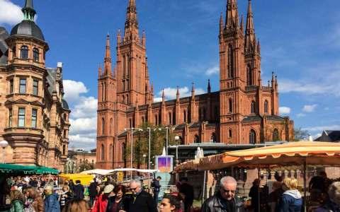 Wiesbadener Wochenmarkt. mit Marktfrühstück Bild: Volker Watschounek