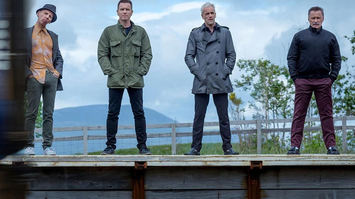 "Da sind sie ja alle wieder: Spud (Ewen Bremner), Renton (Ewan McGregor), Simon (Jonny Lee Miller) und Begbie (Robert Carlyle) in Danny Boyles ""T2 Trainspotting"". © Sony Pictures Releasing GmbH"