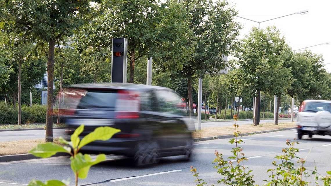 Wiesbadener Kreuz. Es gibt sie immer wieder ... Raser auf deutschen Straßen. Bild: Flickr / Dirk Vorderstraße
