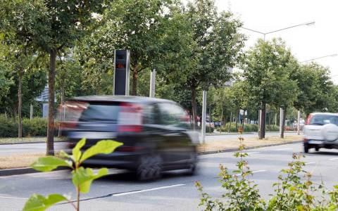 Es gibt sie immer wieder ... Raser auf deutschen Straßen. Bild: Flickr / Dirk Vorderstraße