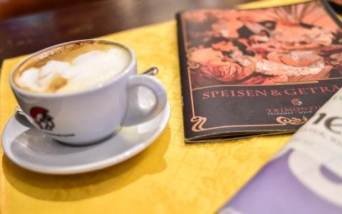 Kafee Latte zum Frühstück. Bild: Volker Watschounek
