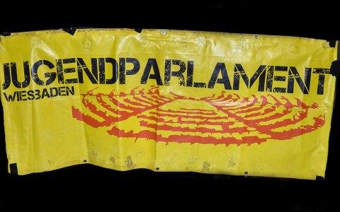 City-Bahn, Das Jugendparlament bei der Pegida-Demo. Archivfoto: Klassenzimmer in der Fritz… Symbolbild: © 2017-05 Volker Watschounek