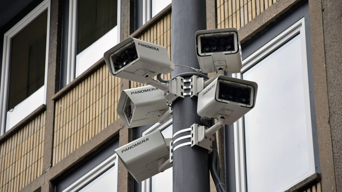 Totale Kontrolle durch 360 Grad Videoüberwachung. Bild: Berthold Bronisz / pixelio.de