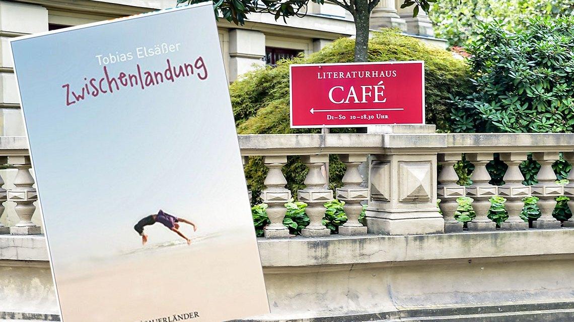 """Tobias Elsäßer liest aus seinem Jugendroman """"Zwischenlandung"""" in der Villa Clementine. Bild: Amazon / Volker Watschounek"""
