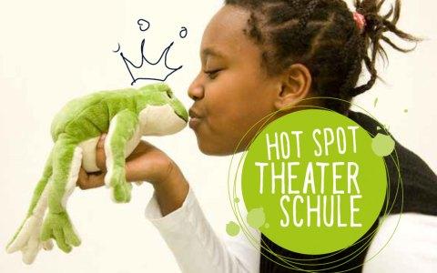 Titelbild des Flyers zum Hot Spot Theater an Wiesbadnes Schuklen. Bild: Michael Kretzer/ Stadt Wiedbaden