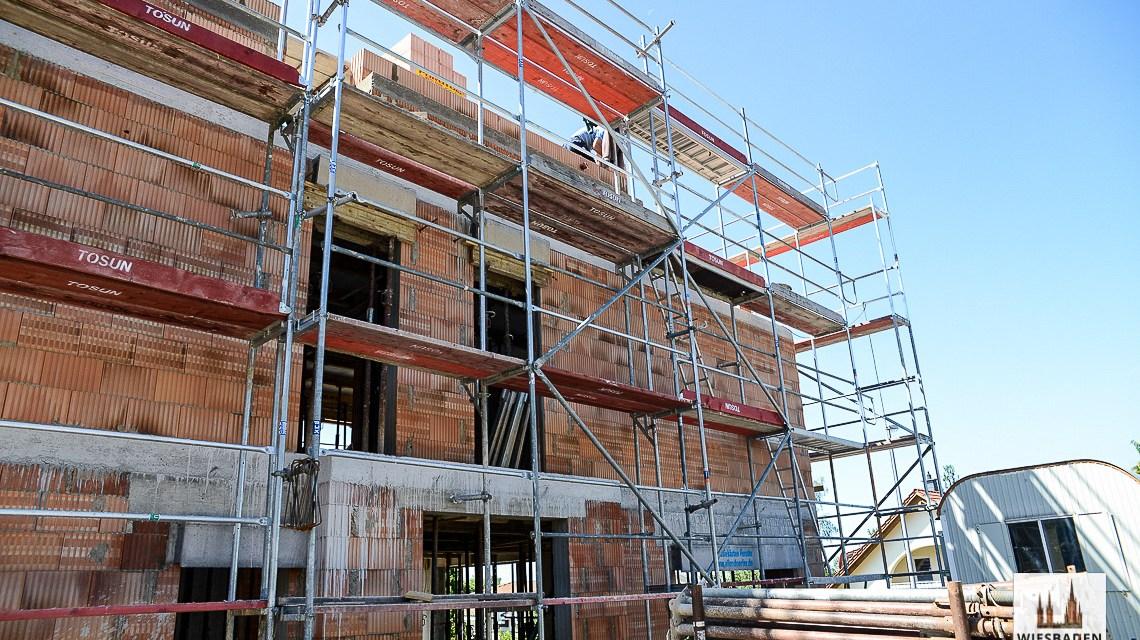 Informationen zum Thema Eigenheim und bauen gibt es beim Bauamt. Bild: Volker Watschounek