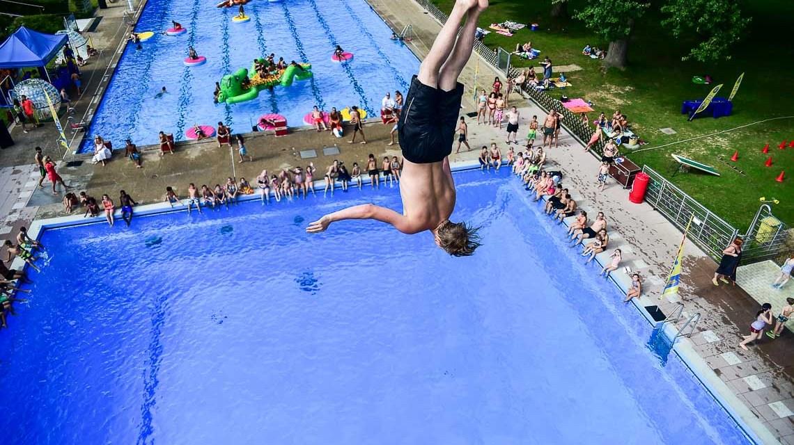 Das Schwimmbad Kleinfeldchen hatte zur Poolparty geladen