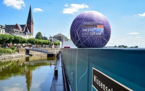 """Bis Montag liegt die """"MS Wissneschaft"""" in Wiesbaden Biebrich am Anleger der Schiffahrtsgesellschatf KD vor Anker. Bild: Volker Watschounek"""