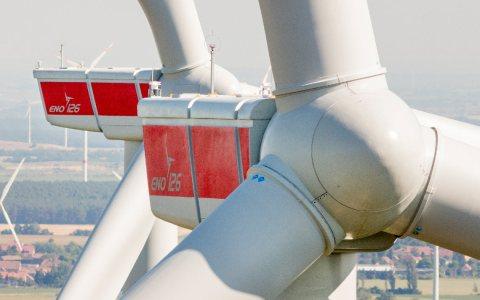 Die erneuerbaren Energien-Tochter der ESWE Versorgungs AG hat den im Frühjahr 2017 in Betrieb gegangenen Windpark Kölsa II von der eno energy GmbH erworben. Bild: ESWE