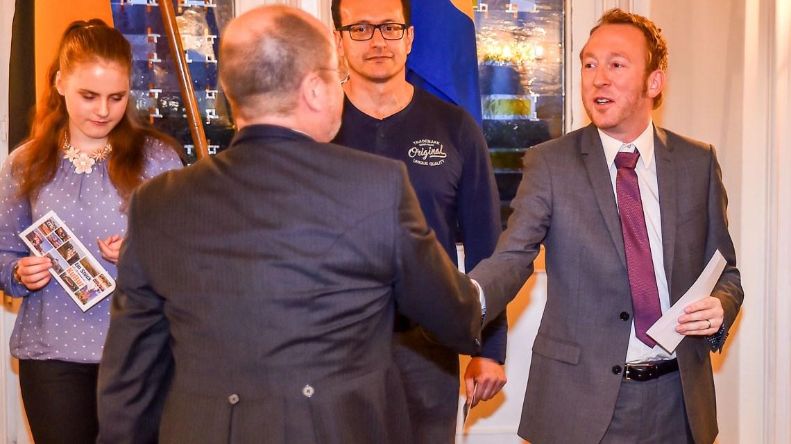 Christoph Manjura begrüßt Wiesbadener Neubürger