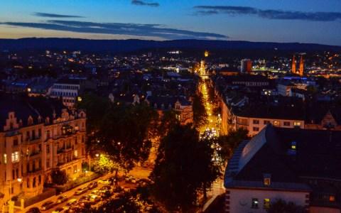 Nacht der Kirchen - Wiesbadens Kirchen öffnen ihre Tore und stellen sich vor. Blick auf Wiesbaden von der Dreifaltigkeitrskirche. Bild: Volker Watschounek